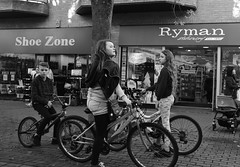 Bike Meet Up (Bury Gardener) Tags: candid cambridgeshire cambridge england uk britain streetphotography street streetcandids snaps strangers candids people peoplewatching folks 2018 nikond7200 nikon bw blackandwhite monochrome mono