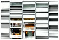 Licht – light (frodul) Tags: architektur ausenansicht detail fassade fenster gebäude gestaltung konstruktion linie outdoor monochrom markthaus licht mainz rheinlandpfalz deutschland