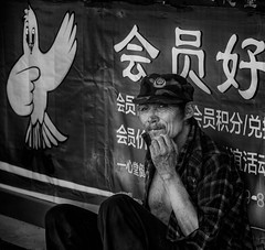 Street Candid (Rod Waddington) Tags: china chinese yunnan streetphotography street man blackandwhite mono monochrome sign outdoor culture cultural ethnic ethnicity