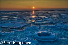 Small orange setting sun above the frozen sea (Eero Happonen) Tags: afsnikkordx1685mm3556gedvr helsinki lauttasaari nikond300 suomenlahti auringonlasku helmikuu helmikuu2009 merenjää talvi