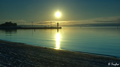 Day or night (BTaylor Photos) Tags: sunup sunrise sunshine sun night lakeside lakeshore pier lake landscapes tranquility