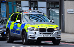 BX17DZM (firepicx) Tags: met metropolitan police service mps firearms armed r response vehicl vehicle central london uk united kingdom 999 emergency policing british bx17dzm