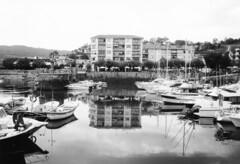 Puerto de Plentzia (..Ixa..) Tags: plentzia summer verano puerto boats txalupas pantalan reflexes reflejo analogicalisa bw olympus 35mm filmphotography monochrome