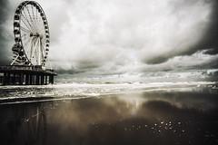 3314 (Elke Kulhawy) Tags: scheveningen netherlands holland beach riesenrad color himmel sky water clouds surreal
