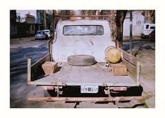De Otra Epoca (Miguel E. Plaza) Tags: om1 streetphotography analogphotography analog filmphotography film filmcamera kodakcolorplus kodak fujifilm fujicolorc200 argentina laplata fujifilmc200 ishootfilm