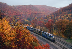 Pounding up Sand Patch (Moffat Road) Tags: csx csxt csxtransportation emd gp40 6814 formerbo sandpatch sandpatchgrade mance pennsylvania autumn fallcolor fall freighttrain pa