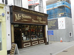 Mr Simms Olde Sweet Shoppe, Worcester, Sep 2018 (allanmaciver) Tags: sweet shoppe shop purveyor fine mr simms olde old style chain high street worcester england tempting allanmaciver