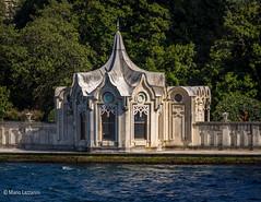 08082011-IMGP0922 (Mario Lazzarini.) Tags: cupola porte ottomano bosforo istanbul turchia turkey historic old architettura