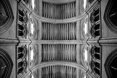Arquitectura celestial (Osruha) Tags: catedraldelaalmudena madrid españa espanya spain catedral cathedral arquitectura architecture blancoynegro blancinegre blackandwhite noiretblanc bw bn bnw nikon nikonistas nikond750 d750 europa europe