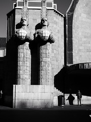 Three Wise Men (Feldore) Tags: finland helsinki central train station statue street photography feldore mchugh em1 olympus 1240mm juxtaposition man monumental architecture