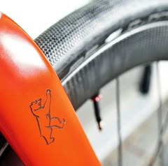Details of a Dream Bike with custom painted components in Ferrari Red. Tailor made carbon fibre frames by Konstructive Cycles Berlin. 100% according to your wishes in carbon and steel. Our Dream Bikes Photo Gallery: https://ift.tt/2CbmF7f Carbondetails ei