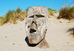 WELSH MOAI (tommypatto : ~ IMAGINE.) Tags: barmouth northwales wales sculpture seaside