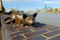The cat from Dr. Salter's Daydream (zawtowers) Tags: jubilee greenway section 7 seven greenwichtotowerbridge saturday 13th october 2018 amble stroll walk walking exploring london suburbs riverthames path following urban exploration warm sunny dry blue skies cat dr salters daydream alfred poverty bermondsey diane gorvin artist