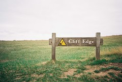 Seven Sisters (cranjam) Tags: ricoh gr1 gr1v film kodak ektar100 england inghilterra sevensisters cliff scogliera uk sign cartello warning cliffedge beachyhead