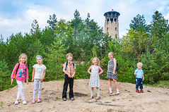 _DSC1505.jpg (Kaminscy) Tags: roztocze zamojszczyzna stonepit polishflag forest portrait tower kids flag europe jozefow poland józefów lubelskie pl