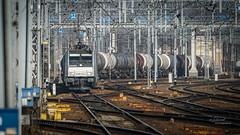 E 186 143-4 Railpool (Rafał Jędrasiak) Tags: track train warsaw pkp pociąg lokomotywa cysterny słupy trakcyjne zwrotnice sony a6500 emount tankers