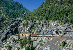 UP 9100 East at Cresta, CA (thechief500) Tags: featherriverroute railroads up c408 ge unionpacific