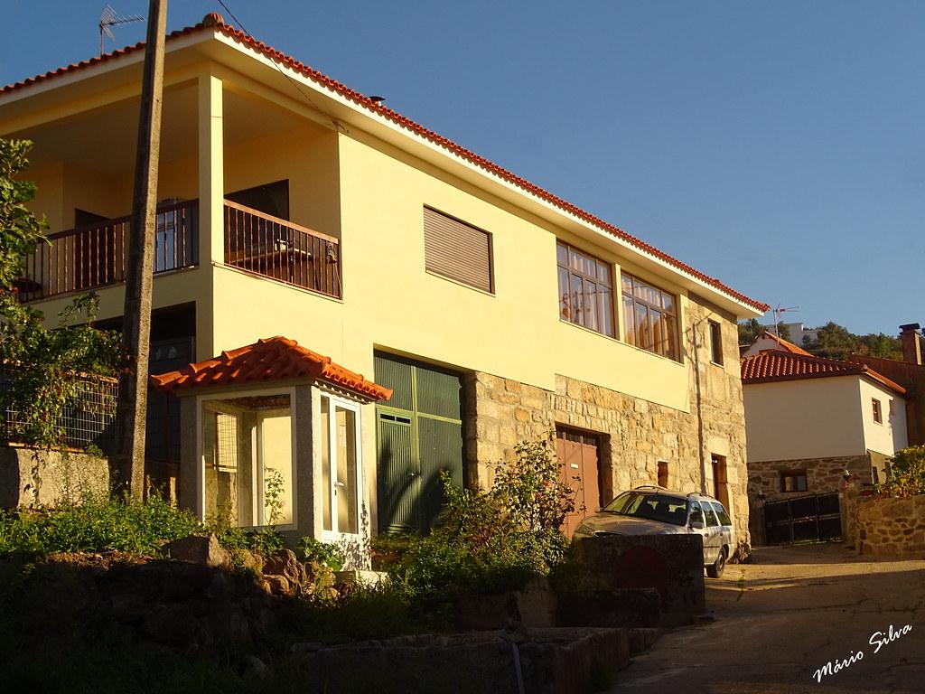 Águas Frias (Chaves) - ...casa em Cimo de Vila e futuro nicho ...