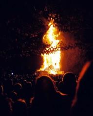 Bonfire Night, Winchester, 2017 (Cogitozoa) Tags: bonfire fire night crowd dark november winchester england guy fawkes 35mm film analog analogue olympus xa rangefinder compact lomo lomography heat