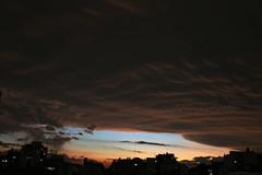 MANTO PRIMAVERAL. CABA. ARGENTINA. (tupacarballo) Tags: caba nubes sky clouds tormenta silueta primavera tupacarballo canon edificios
