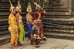 Khmers (marek69) Tags: cambodia kambodża khmer khmers angkor angkorwat temple girls mask