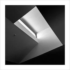 Eixe tímid racó XXIII / That shy corner XXIII (ximo rosell) Tags: ximorosell bn blackandwhite bw buildings arquitectura architecture abstract abstracció llum luz light squares