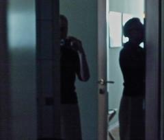 Spiegeleien_in_Schwerin (web.werkraum) Tags: spiegeleieninschwerin 2018 ks digitalephotographierendezvous association art artist architektur ansichten berlinerkünstlerin karinsakrowski light licht mecklenburgvorpommern nahaufnahme original reflexion raum retouching tagesnotiz unterwegs verortung webwerkraum exhibition