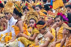 IMG_6693-tr (JLBenazra) Tags: bali cérémonie sawan indonésie costumes