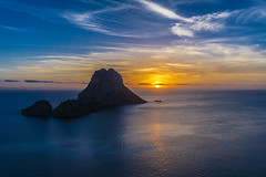 Es Vedra Sunset (iammattdoran) Tags: sunset island romantic rock cliff tower setting sea ocean balearic ibiza clubbing party night twilight lowlight orange glow med holiday vacation evening majestic beauty west shadow cool chill