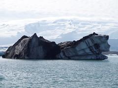 2018.08.10-15.53.23 (Pak T) Tags: volcanicash bustour glaciallake glacierlagoon iceberg iceland jokulsarlon jökulsárlón