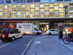 20181019T06-19-02Z (fitzrovialitter) Tags: england gbr geo:lat=5151630000 geo:lon=012878000 geotagged holbornandcoventgardenward tottenhamcourtroad unitedkingdom peterfoster fitzrovialitter city camden westminster streets urban street environment london fitzrovia streetphotography documentary authenticstreet reportage photojournalism editorial daybyday journal diary captureone olympusem1markii mzuiko 1240mmpro microfourthirds mft m43 μ43 μft ultragpslogger geosetter exiftool rubbish litter dumping flytipping trash garbage