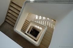Auf die Spitze gestellt (Sockenhummel) Tags: treppe treppenhaus staircase stairwell escaliers architektur quadrat viereck stufen steps berlin architecture fuji xt10