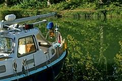Canal Latéral à la Garonne. (jpidouence) Tags: reflet canal castetsendorthe bateau boat sailingboat voilier poupe bastingage mât