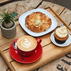Spiced pumpkin crown pastries to bring in the autumnal vibes 🍂 pairing beautifully with @hasbean coffee and little plants ☕️🌱  . #pastry #baristalife #autumn #lborofamily #bombompatisserie #coffee #pumpkinspice (bombompatisserie) Tags: loughborough cake cafe bom patisserie