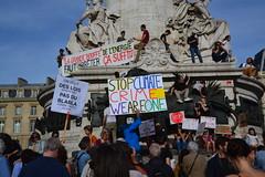 Climate change protesters march in Paris (Jeanne Menjoulet) Tags: climat change protesters manif marche manifestation environnement climate écologie stop lois énergie
