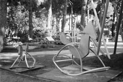 Milano Marittima, Rotonda L. Cadorna, 2018 (sirio174 (anche su Lomography)) Tags: playground playgrounds cervia milanomarittima rotonda rotondaluigicadorna parcogiochi parchigiochi giochi games italia italy olympusxa2 ilfordhp5800