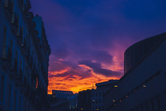 Atardecer (robertosanchezsantos) Tags: madrid españa spain europa europe viaje travel arte art abstracto abstract ciudad city urbano urban arquitectura architecture fuga atardecer sunset cielo sky palacio cibeles edificio nubes clouds colores color