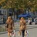 Mère et fille. (caramoul25) Tags: bruxelles brussels marchéauxpoissons léopard courses achats paquets caramoul25