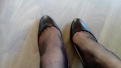 DSC_0504 (grandmacaon) Tags: highheels hautstalons toescleavage talonsaiguille lowcut lowcutshoes sexyheels stilettos