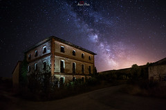 Lights in the dark. (atvjavi) Tags: atvjavi house lightpainting milkyway vialactea navarra ekay ecay aoiz noche night irix irixlens canon nocturna fotografia nightlandscape nightphotography