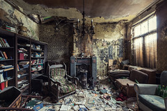 Perrier (maxmene70) Tags: urbex decay room light canon exploration abandoned