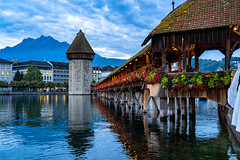 Early Morning at the Kapellbrücke in Lucerne (pa_cosgrove) Tags: red kapellbrücke lucerne switzerland sunrise early mountain watertower