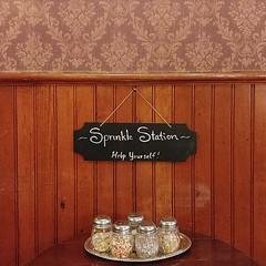 #sprinkles #station #icecreamparlour #tray #chaklboard #wallpaper #mcminnville #oregon (Heath & the B.L.T. boys) Tags: instagram icecream tray sign chalkboard wallpaper
