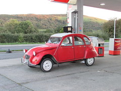 Citroen 2CV. (Andrew 2.8i) Tags: carspotting car cars classics classic street french 2cv special 2cv6 citroen uk unitedkingdom