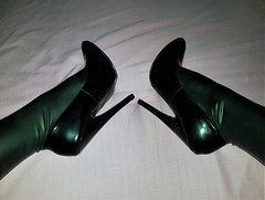 Ellie and Latex (yoveoeltube) Tags: black patent extreme high heels highheels tacones pumps shiny sexy latex legs stockings rubber