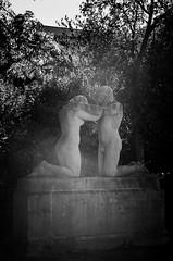 06102018-_DSC0010 (_ibokeh_) Tags: 35mm couple d7000 dx jour orléans pcco statues urbain