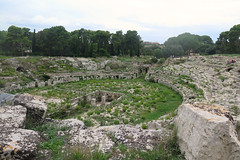 Syracuse, the archaeological park - The Roman amphitheatre (Sokleine) Tags: archaeologiy antiquities antiquité history unescoworldheritage unesco heritage oldstones neapolis siracusa syracuse sicile sicilia sicily italia italie italy eu europe