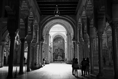 Mezquita-catedral de Córdoba # 4 (just.Luc) Tags: spain spanje espagne españa spanien córdoba andalusië andalucía andalusien andalousie andalusia cathedral cathédrale kathedraal bn nb zw monochroom monotone monochrome bw building gebouw gebäude bâtiment architectuur architecture architektur arquitectura europa europe