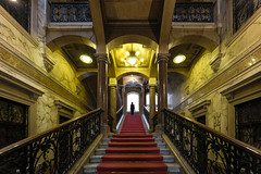 Ostentatious (CoolMcFlash) Tags: palais equitable vienna architecture symmetry person silhouette fujifilm xt2 stairs old building interior staircase wien architektur symmetrie kontur stufen symmetrisch stiegenhaus alt gebäude fotografie photography xf1024mmf4 r ois