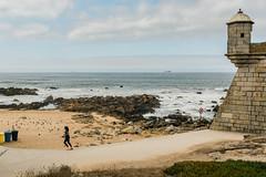 Jogging along the Beach (Poul_Werner) Tags: porto portugal vitusrejser ferie rejse travel braga bragadistrict pt